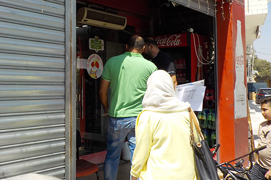 """Visiting targeted shops at the pilot area. Most of them are willing to join, saying """"Let's make a difference!"""""""