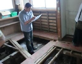 2. ボランティアでこの地域に入っている大工さんにも状況や修理にかかるだろう費用なども見てもらいました。