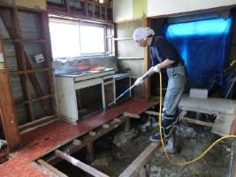 4. いしのまき環境ネットさんの紹介により、消臭効果のあるEM菌の液を散布が実施できました。