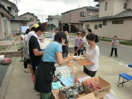 5. 在宅被災者の方から炊き出しのお願いがあったとき「つながる炊き出し隊」のみなさんが力を貸してくれました。