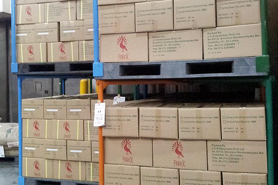 倉庫で保管されている紅茶