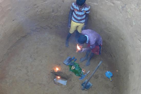 コクトルワイ村で掘り始めた井戸