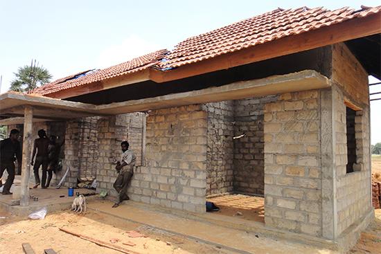 現在建設中のコクトルワイ村のコミュニティセンター