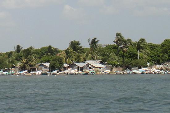 海側から見たシンハラ人地域の船着き場