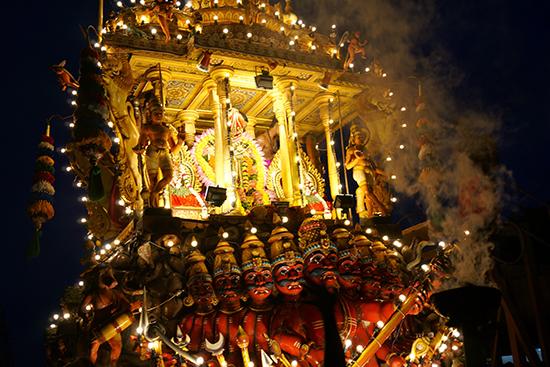 ナルーテンプルのお祭で出たムルガン神のお神輿