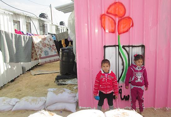 仮設住宅で暮らす子どもたち