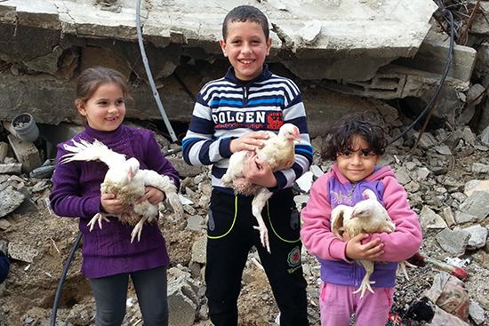 デルアルバラ地区での食料配布を受けた世帯の子どもたち