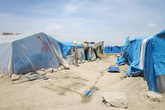 シリア人家族の暮らすテント