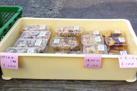 地元食材を使ったおいしいお惣菜、販売中です!