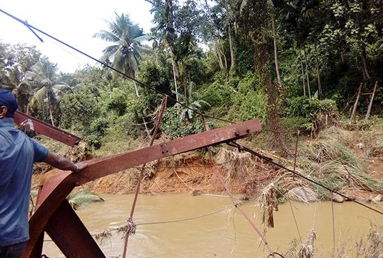 洪水によって壊れた橋(デニヤヤ)