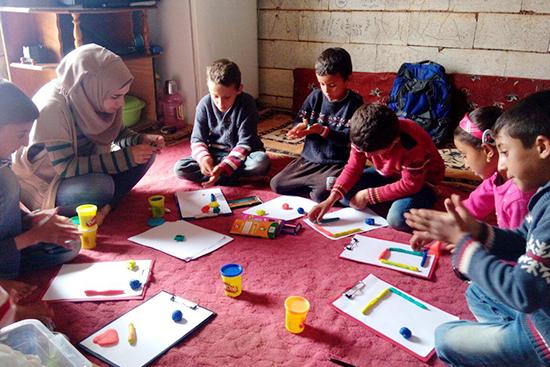 子ども達を定期的に訪問して活動を実施