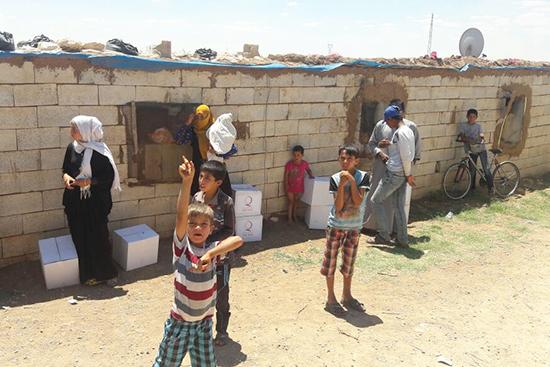配布物を受け取ったシリア人世帯