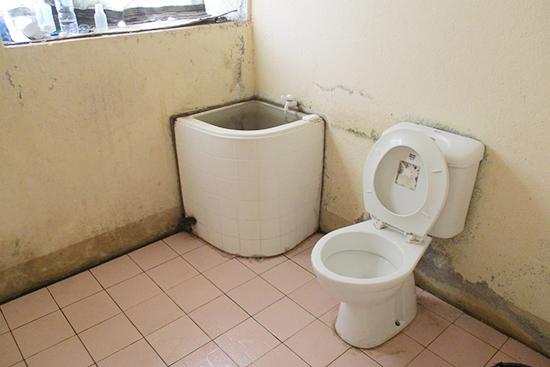 水桶に水を張って備えます