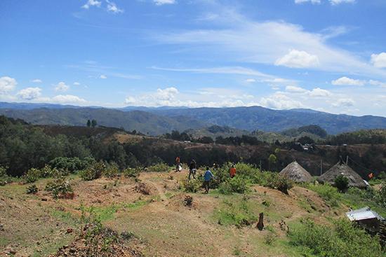 マウラウ村の山岳地帯の風景