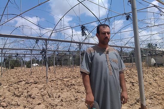 全壊した農業用温室