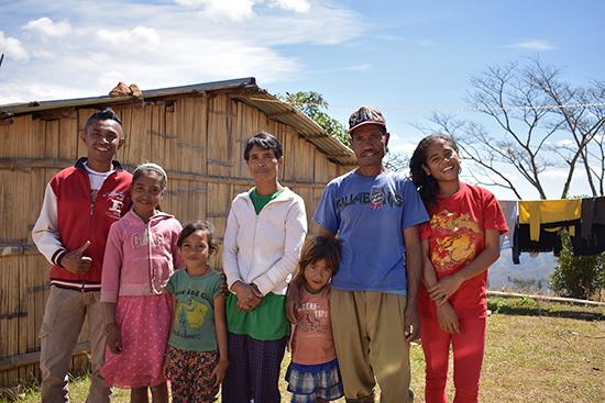 ルムルリ集落のご家族