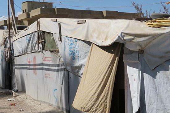 シリア難民の多くが暮らすベカー県。このようなテントで生活する世帯が多い