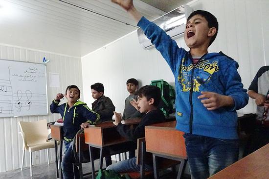 海賊の歌の中で「ヘ―!(海賊の掛け声)」と合いの手を入れる生徒