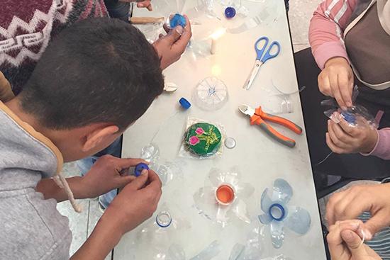 環境クラブの活動:ペットボトルのリサイクル