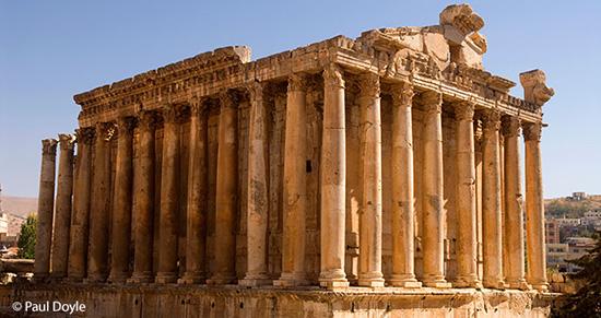 ベカー高原に残るローマ時代の遺構、バッカス神殿。