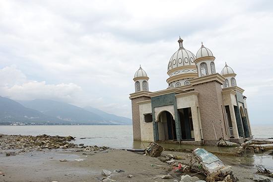 海に浮かぶモスク。現在は撮影スポットとなっている