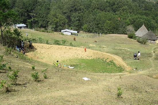 レボテロ集落の溝