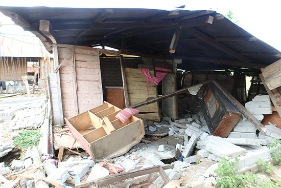ソロウェ村の様子。どれだけ大きな地震だったか感じさせる光景です。