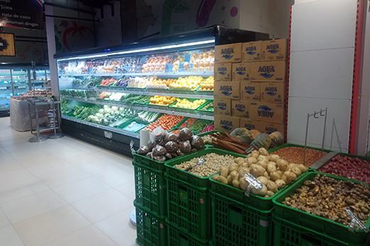 品揃え豊富な市内のスーパー