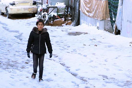 雪に覆われたキャンプ地。これから数か月、キャンプ内のテントに暮らす難民の人びとの寒さとの闘いが続きます。