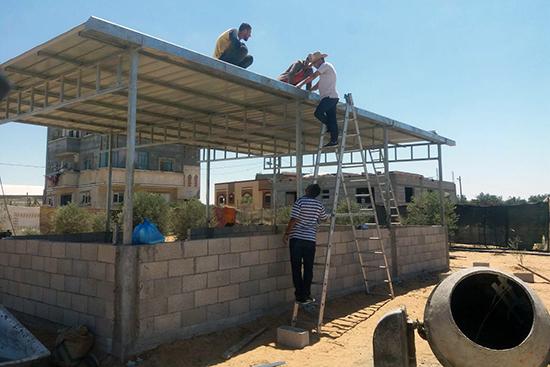 羊小屋の屋根設置