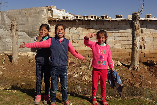 トルコでの越冬支援 子どもの防寒着配布