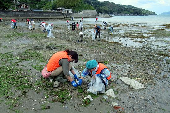 住民の力で海ガメが戻る場所へ ~吉田の海クリーンアップ大作戦!~