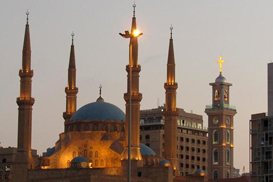 左がブルーモスク/Blue Mosque、右奥がセント・ジョージ・マロニエ教会/St. George Maronite Cathedral。日本でいう浅草寺の横に浅草神社が隣接しているのと、同じような感覚でしょうか?