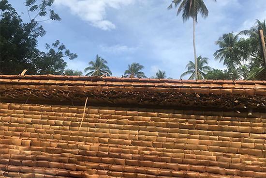 両側2枚重ねの屋根材(見にくいですが)
