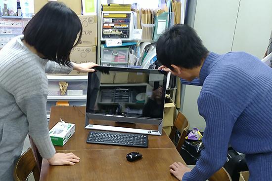 内部勉強会で使うパソコンの接続をお手伝い