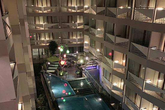 大きなショッピングモールと隣接したおしゃれホテル