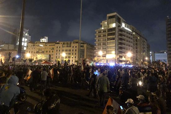 デモに参加するため、集まった人びと