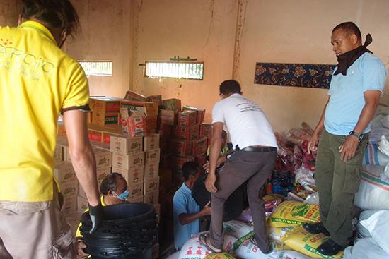 洪水被災者支援事務局の倉庫。担当者たちは自宅待機でこちらからの連絡に応じて集まってくれました