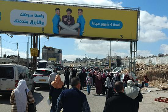 通常は許可証がないと入域できないが、ラマダン期間中の金曜日のみ、 エルサレムにあるアル・アクサモスクへの礼拝目的のために通行が許可される。 今年はコロナウイルス感染症の影響により、ラマダンの入域措置は取られなかった。